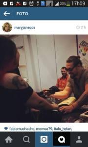 Jason pirando com as tatoos da Reh